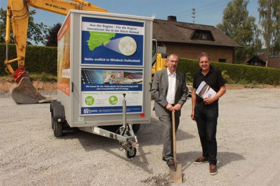 Hans-Christian Lehmann (r.) und Andreas Mankel, Geschäftsführer des Investors 7x7finanz GmbH, beim Spatenstich Bild: 7x7finanz