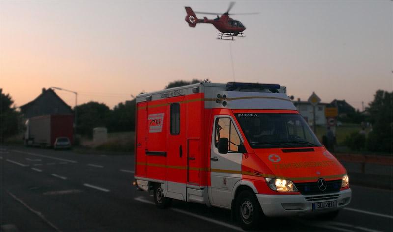 Rettungshubschrauber Krankenwagen