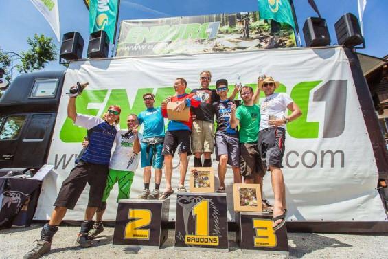 Michael Bonnekessel (Mitte)  beim Enduro one in Wildschönau auf Platz 1