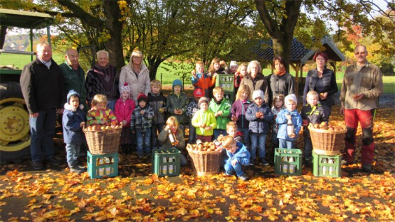 Die Apfelernte 2015 wird an die Kinder übergeben