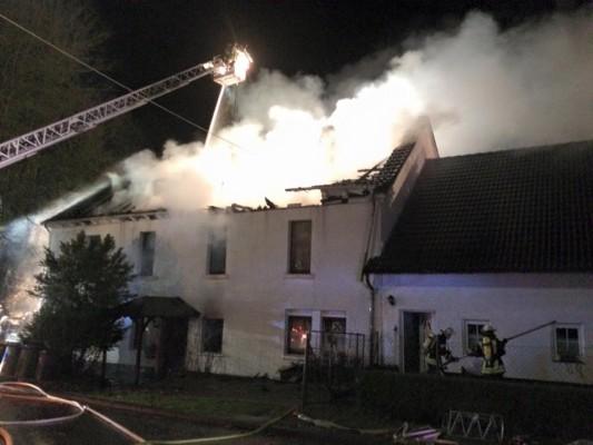 Brand Rosbach Rathausstraße - Bild: Feuerwehr Windeck