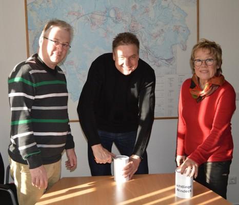 Fachbereichsleiter Wolfgang Wirths, Bürgermeister Hans-Christian Lehmann und Gisela Leschinger (v.l.n.r.)