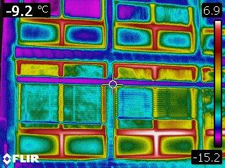 Deutlich sichtbar werden Wärmeverluste im Bereich der Fenster. (Bild: BAV)