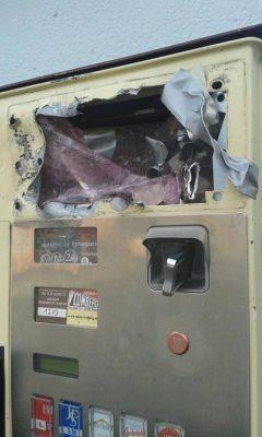 Vor wenigen Wochen aufgebrochener Zigarettenautomat am Rosbacher Bahnhof
